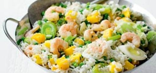 Recept van de week: Kokosrijst met prei en garnalen
