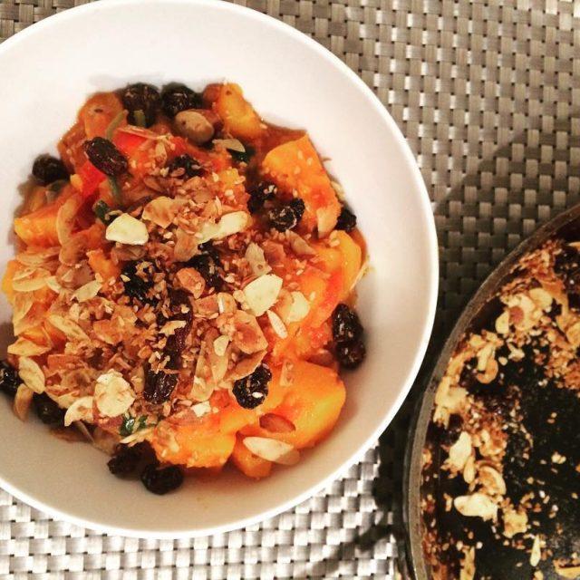 Vegetarische curry met zoete aardappel pompoen en spinazie en eenhellip