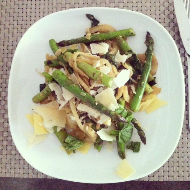 Pasta met groene asperges en venkel