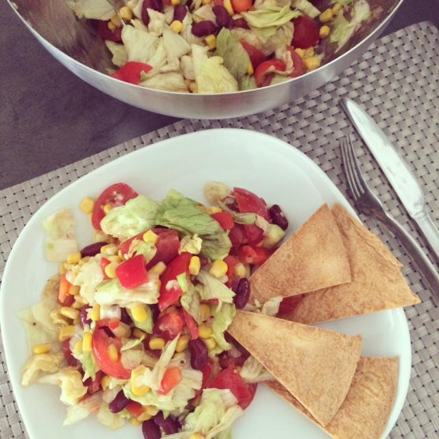 Mexicaanse salade met tortillapuntjes