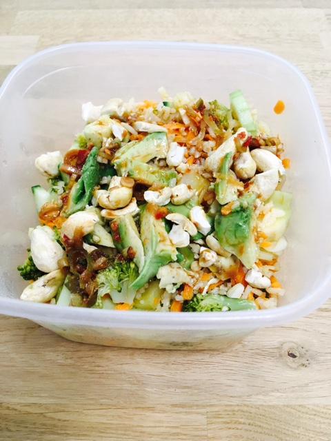 Thaise salade met kip en kokos