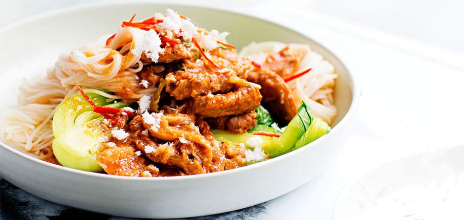 kokos-chilivarkensvlees met noedels